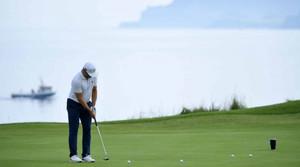 Người chơi có được phép tập putt giữa một vòng đấu?