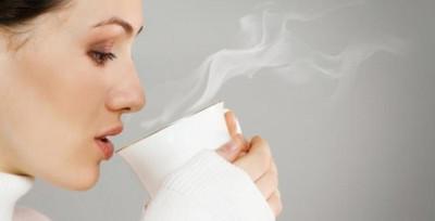 Vì sao các chuyên gia sức khỏe khuyên bạn nên uống nước ấm mỗi sáng?